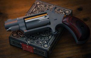 Posesion Armas R-Abogados de Defensa Criminal en Los Angeles